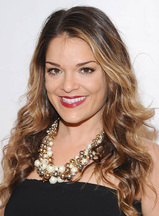 Shiny-Highlighted-Layered-Curls-with-Side-Part
