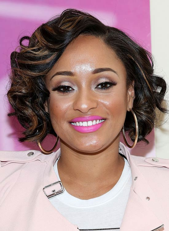 Short-Jaw-Length-Bob-with-Side-Parted-Layered-Curls