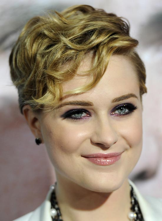 Short-Wavy-Pixie-with-Textured-Layers
