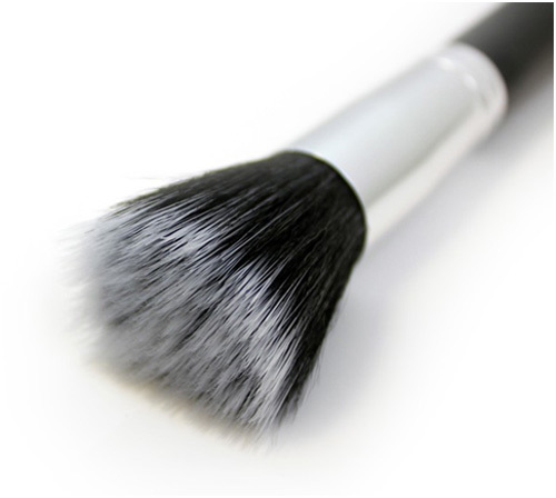 stippling brush for cream or mousse blush
