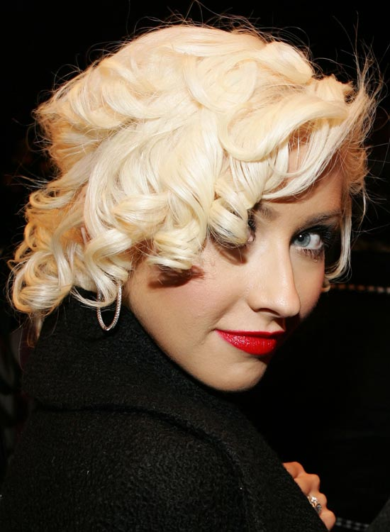 Textured-Bob-with-Layered-Curls-and-Hair-Wraparound
