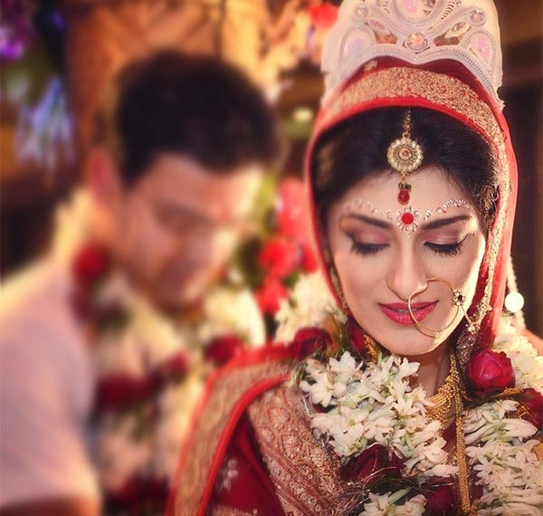 Most Beautiful Indian Bridal Looks - The Bengali Bridal Look