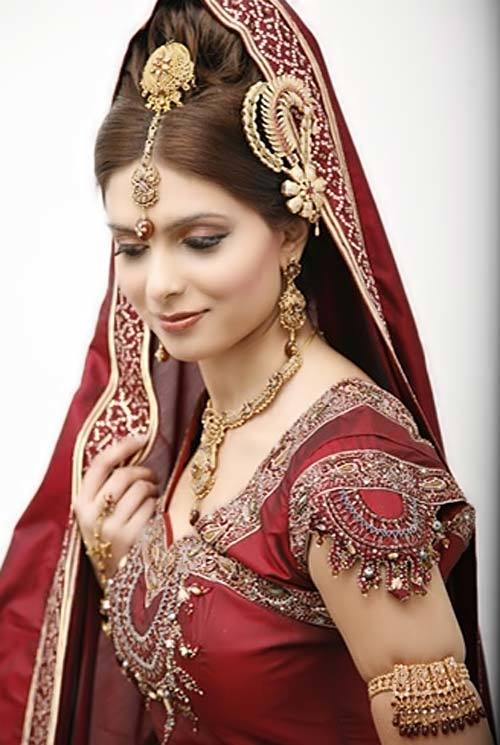 Magnificent Red and Gold Indian Bridal Wedding Dress 500 x 745 · 53 kB · jpeg