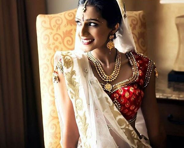 Beautiful Indian Dulhan Makeup Looks - Minimalistic Modern Bride Look