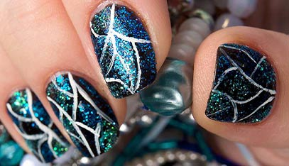 Best Shatter/Crackle Nail Polishes – Our Top 10