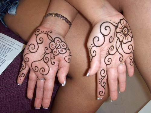 36 Latest Mehendi Designs For Hands To Try Out In 2018
