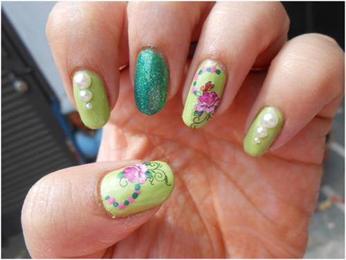 Green glitter nail paint