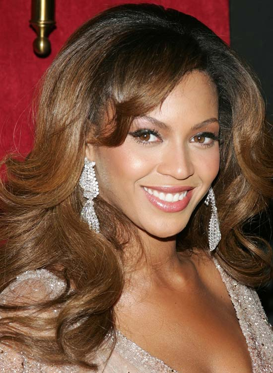 Soft-Outward-Curls-with-Puffy-Crown-and-Side-Swept-Bangs