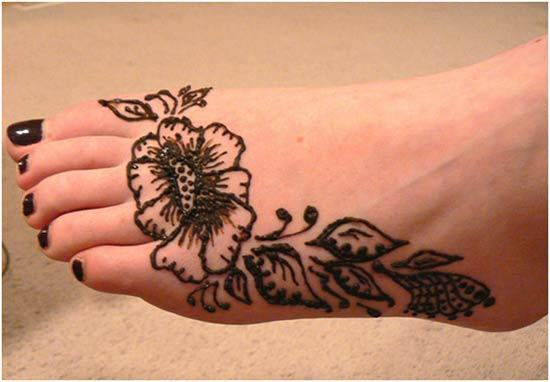 black mehndi design for the feet