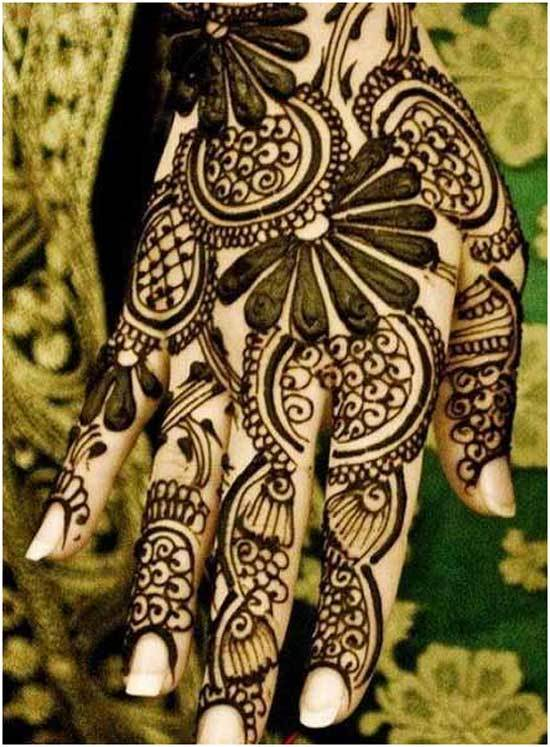 glamorous black mehndi design