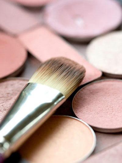 Per le donne dalla pelle rosa, usa il blush