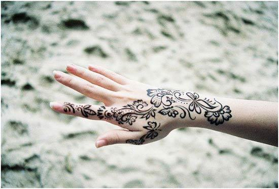 simple mehndi design for right hand