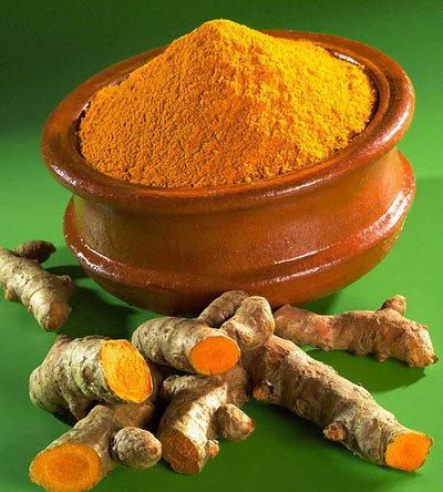 Usa la curcuma per le donne dalla pelle gialla