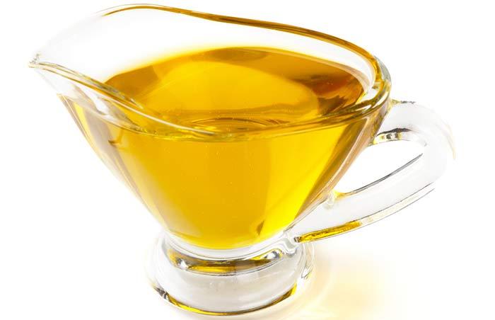 10. Olive and Castor Oil Moisturizer