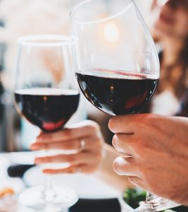 24 Benefits Of Red Wine For Hair, Skin, Health
