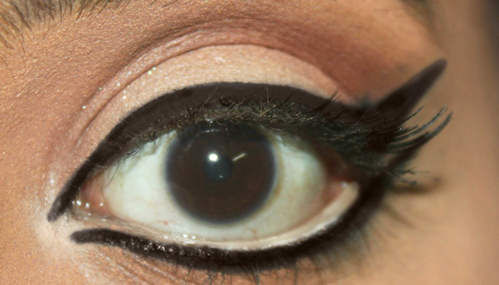 1960s-Bollywood-Inspired-Eye-Makeup-6
