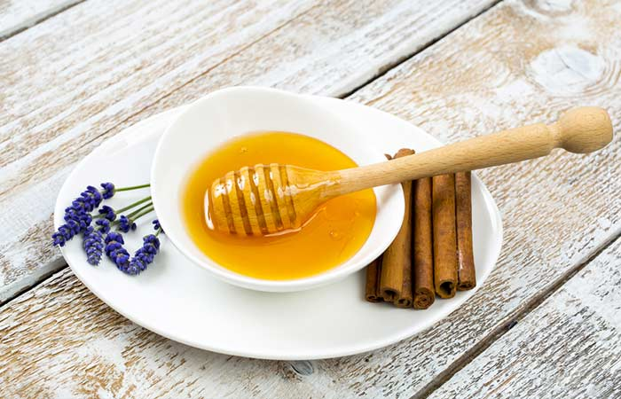 20. Cinnamon And Honey For Dry Skin