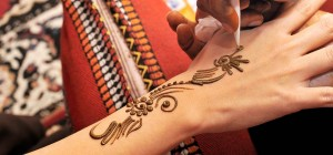 10 Awesome Back Hand Mehndi Designs To Try In 2018