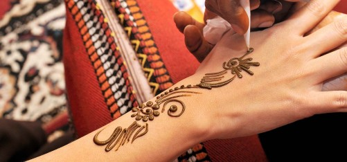 6322_10-Best-Back-Hand-Mehndi-Designs-For-Any-Occasion