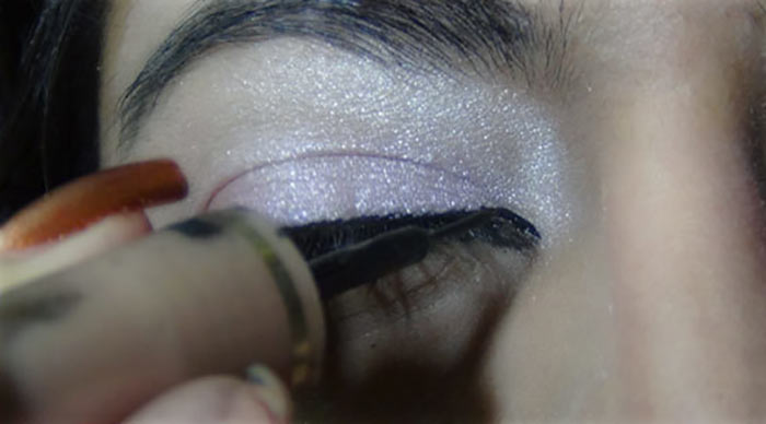 Bollywood-Inspired-Eye-Makeup-–-Step-By-Step-Tutorial-With-Images12