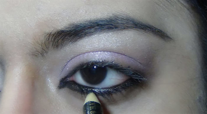 Bollywood-Inspired-Eye-Makeup-–-Step-By-Step-Tutorial-With-Images19