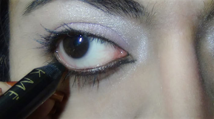 Bollywood-Inspired-Eye-Makeup-–-Step-By-Step-Tutorial-With-Images20