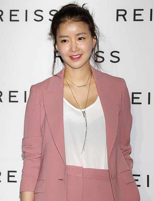 Lee Si-Young