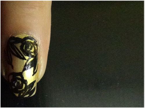Middle-Finger-nail-art