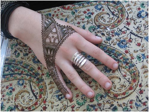 modern twist mehndi designs