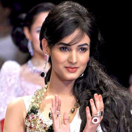 Sonal Chauhan - Cute Indian Woman