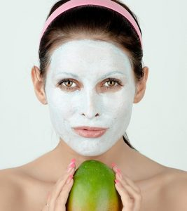 10 Best Homemade Mango Face Packs For Healthy Skin