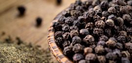 21-Amazing-Benefits-Of-Black-Pepper-(Kali-Mirch)-For-Skin,-Hair,-And-Health