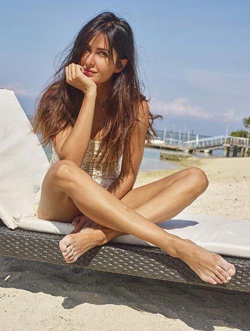 Katrina Kaif Without Makeup - 5. Soaking Up Some Vitamin 'Sea'