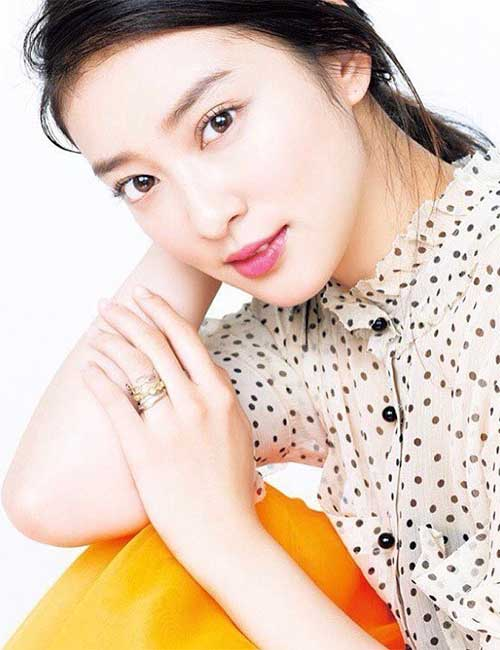 Gorgeous Japanese Girls - Emi Takei