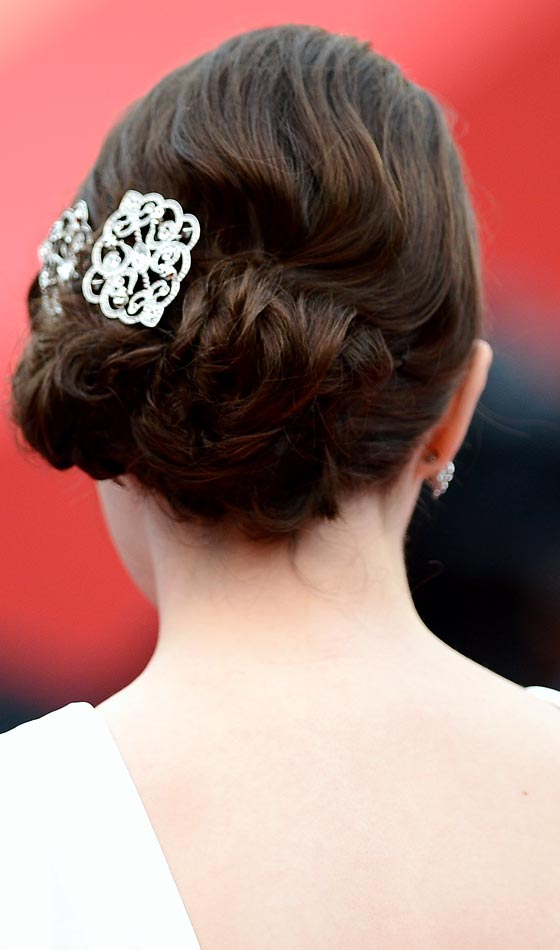 Accessorised Simple Bun with Hair Twisting