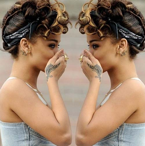 Rihanna Tribal Tattoo Design On Her Hand
