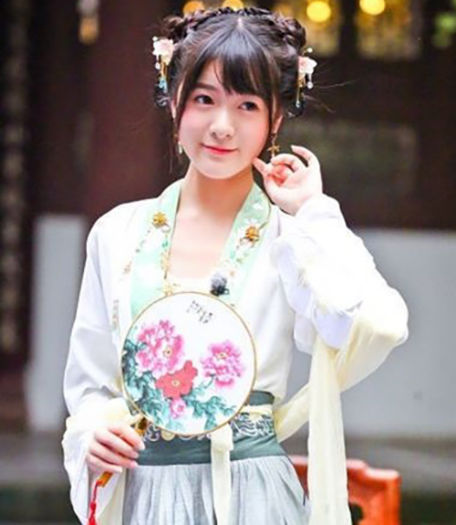Pretty chinese girl photo