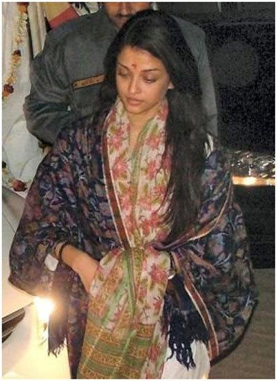 Aishwarya Rai Bachan At A Temple