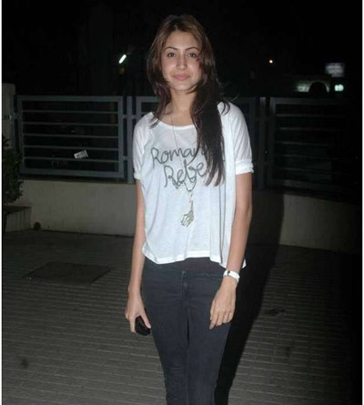 anushka at mumbai pvr