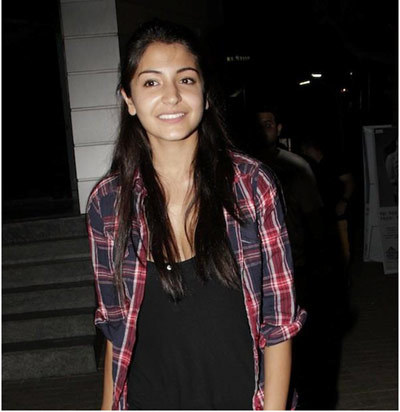 anushka sharma at airport