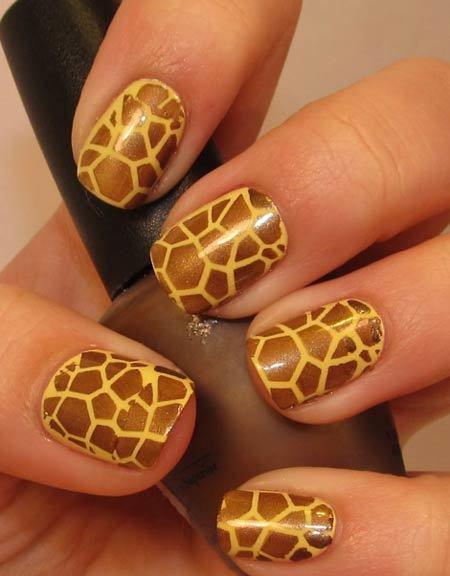giraffe print nails