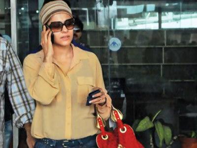Kajol Without Makeup At Jaipur International Airport