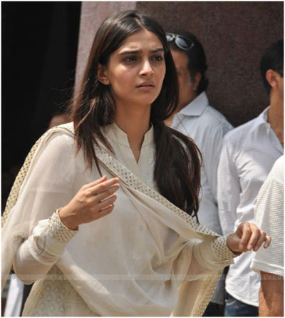 mona kapoor funeral photos