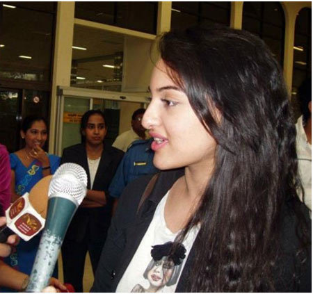 sonakshi sinha molested by the media