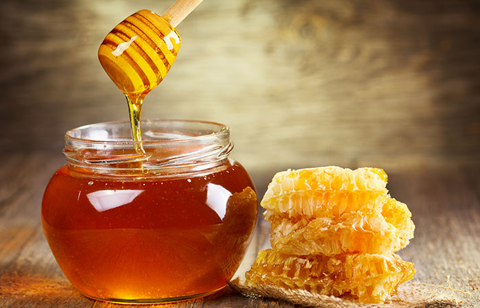 1. Curd And Honey Face Pack