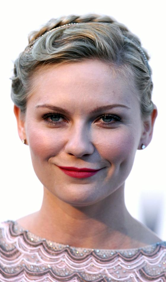 Excellent 5 Hairstyles For Brides With Round Faces Short Hairstyles Gunalazisus