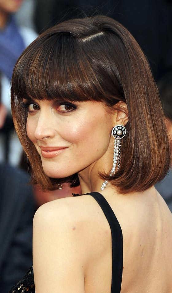 1.Rose-Byrne's-Parted-Blunt-End-Bob
