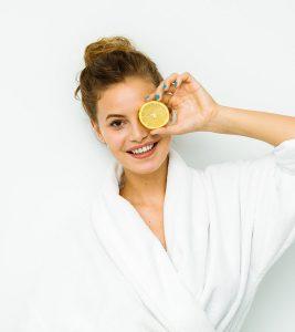 10 Best Homemade Lemon Face Packs For Clear Skin