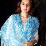 10-Pictures-Of-Amisha-Patel-Without-Makeup