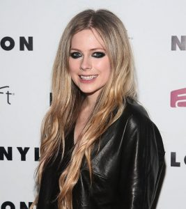 10 Pictures Of Avril Lavigne Without Makeup